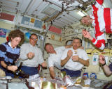 STS-110_crew_eating